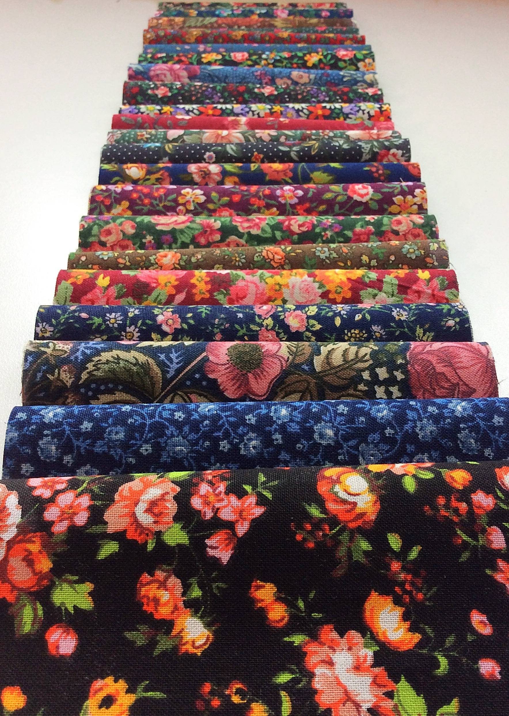Dark Colorful Vintage Bouquet 2 5 Quot Jelly Roll Fabric